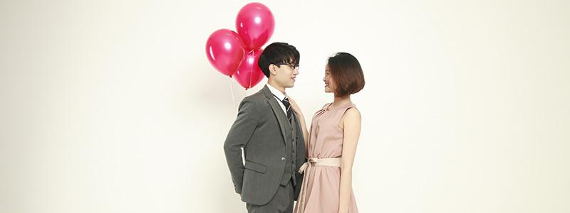 見つめ合う韓国人カップル